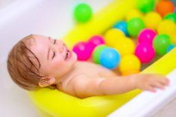 Jak odżywiać i pielęgnować włosy niemowlaka