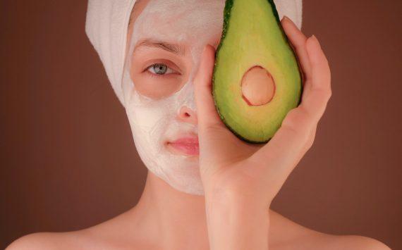 Jak skutecznie dbać o swoją skórę przez cały rok