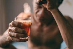 Alkoholowy zespół abstynencyjny – jak przestać odczuwać przykre skutki braku etanolu we krwi